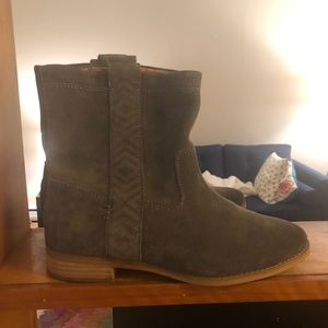 Toms grey suede boots